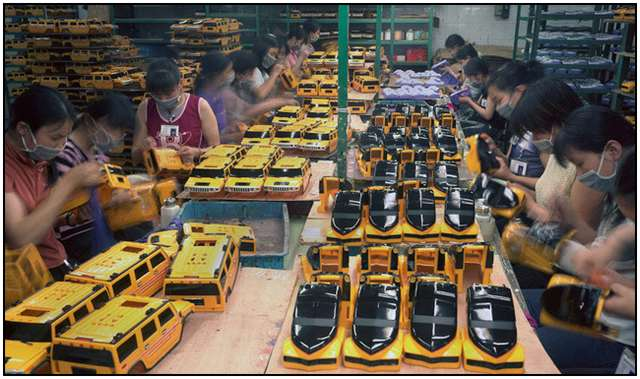 Photo-Series-of-Chinese-Toy-Factory-Workers-4