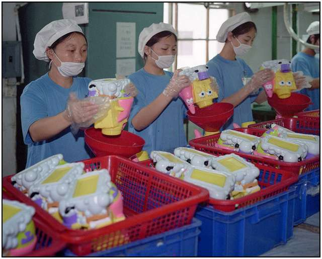 Photo-Series-of-Chinese-Toy-Factory-Workers-6