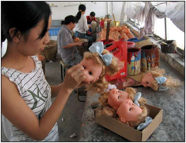 Photo-Series-of-Chinese-Toy-Factory-Workers-7