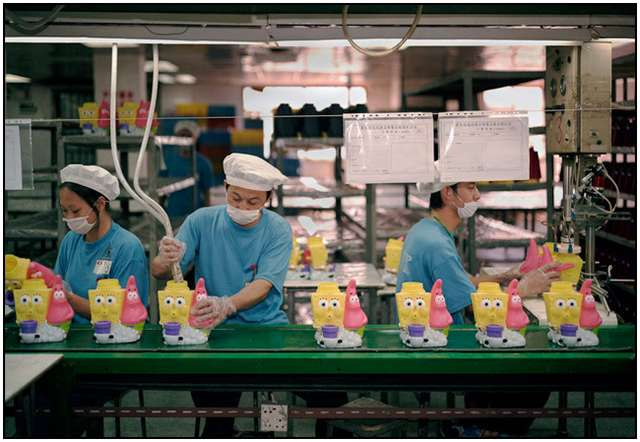 Photo-Series-of-Chinese-Toy-Factory-Workers-9