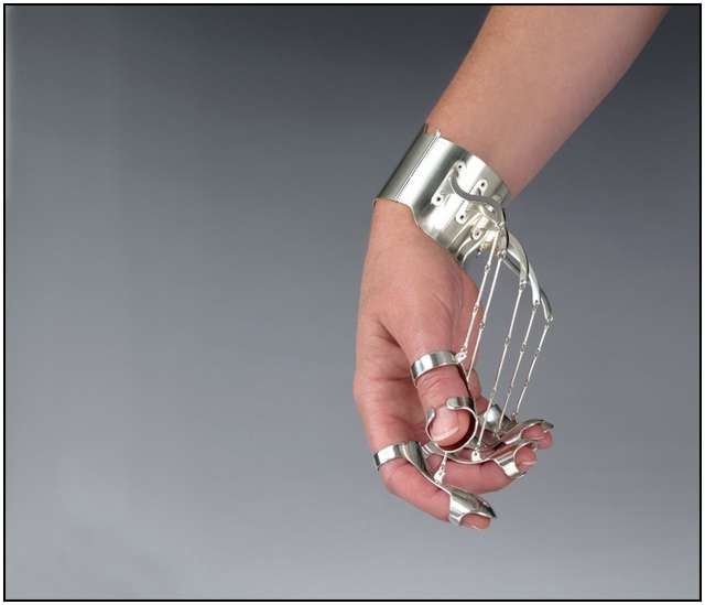 Wearable-Interactive-Sculptures-2
